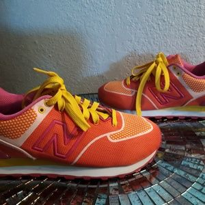 Pre owned size 7 new balance pink